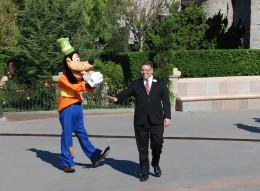 Goofy escorts Quinn