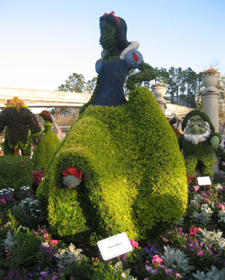 Snow White Topiary - 2009 EPCOT Flower & Garden Festival