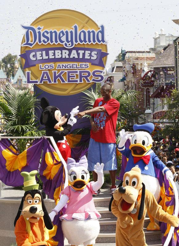 Kobe celebrates Lakers NBA Championship at Disneyland | The Disney Blog
