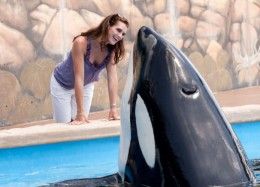 brooke-shields-at-seaworld-orlando-2_reduced1
