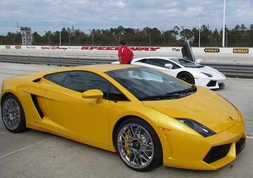 exotic-driving-Lamborghini-yellow