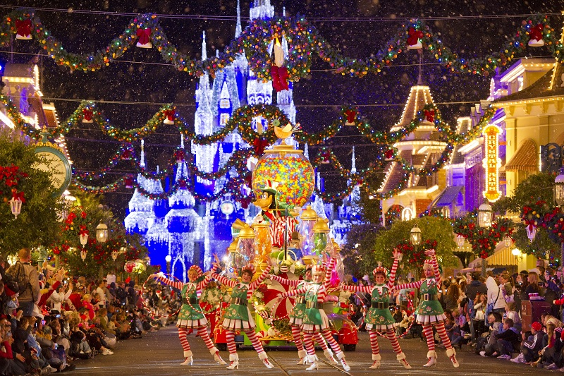 disney christmas decorations colorful disneyland outdoor christmas disney world christmas decorations quoteslol roflcom decorations disney world