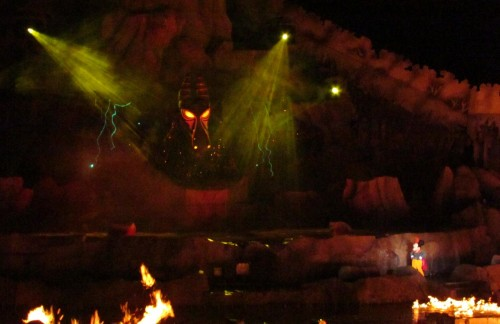Fantasmic Mickey vs Dragon