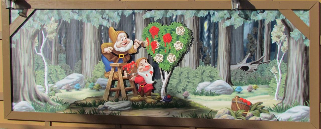 01-dwarfs-mural-alice