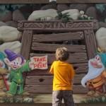 01-dwarfs-mural-peek