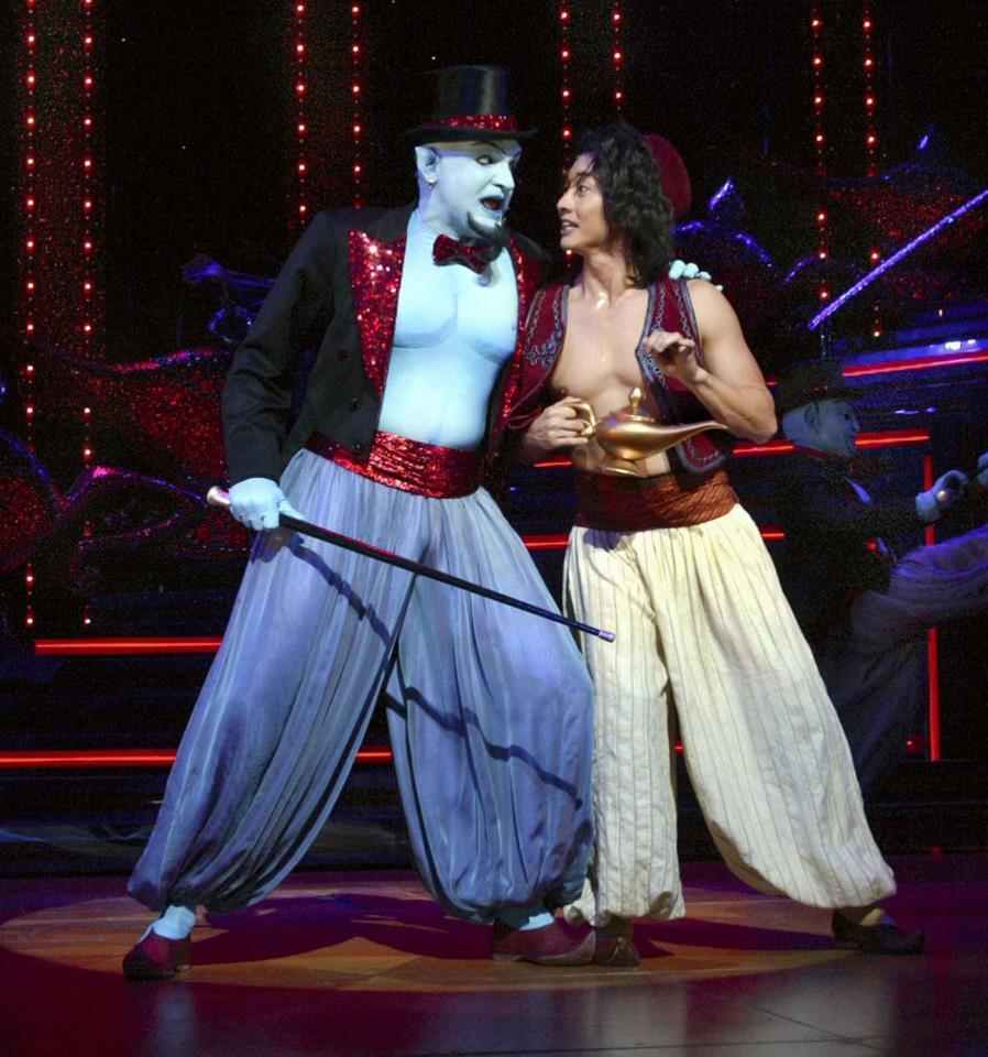 aladdin-stage-show-genie