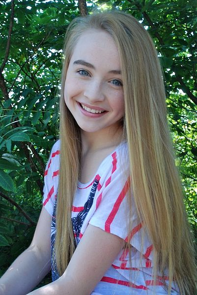 Sabrina Carpenter (via Wiki Commons)