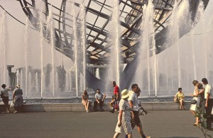 800px-1964-65_New_York_World's_Fair_Unisphere_fountain