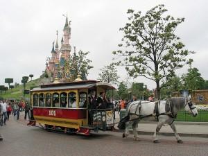 Horse_Tram_at_Disneyland_Paris