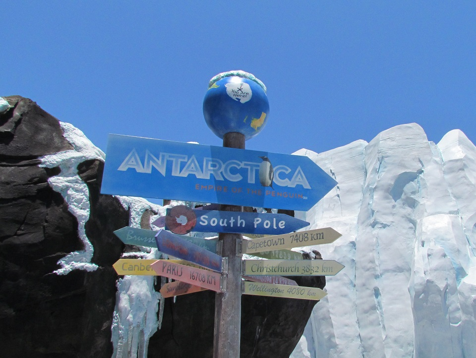 00-antarctica-entrance-pole