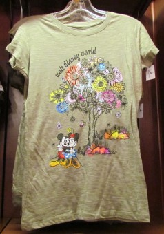 I really loved the design on this t-shirt