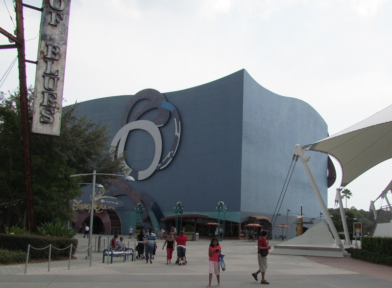 DisneyQuest is getting a new coat of paint. Sadly the fun murals on the side is now gone.