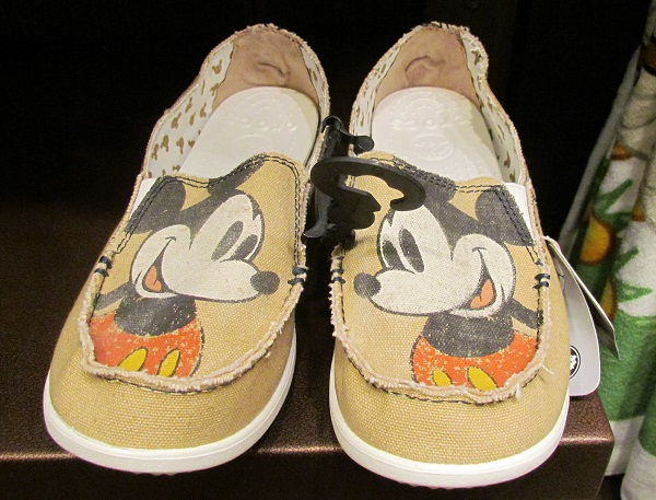 01-merch-dak-mickey-crocs