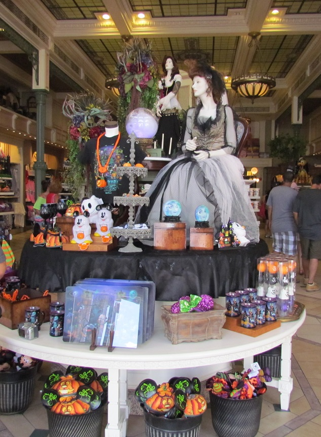02-halloween-display