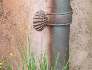 Down to the detail of these seashell fixtures for the drain pipe