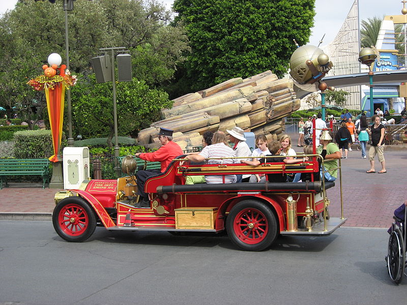 Disneyland-FireEngine01