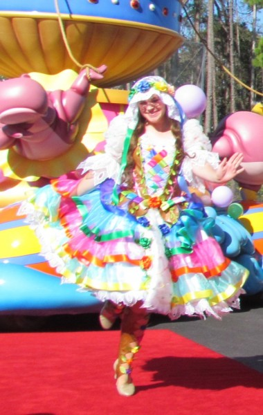 01-festival-of-fantasy-parade-tangled-dancer