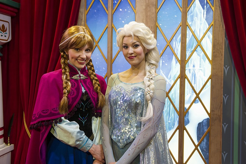 frozen-anna-elsa-meet-greet-epcot