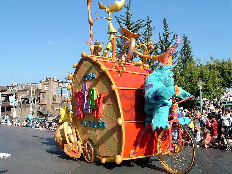 dca-Pixar_Play_Parade
