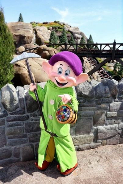 02-seven-dwarfs-mine-train-dopey
