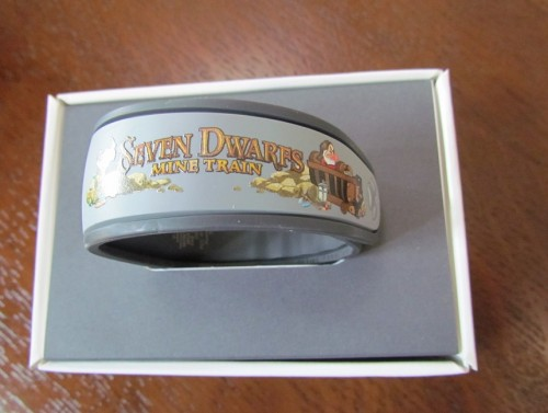 03-seven-dwarfs-sdmt-magicband-1