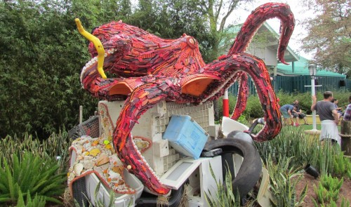 03-sw-trash-sculpture-octopus