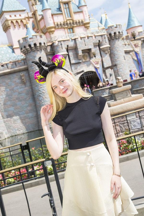 Elle Fanning Maleficent Aurora Disneyland 2 The Disney Blog