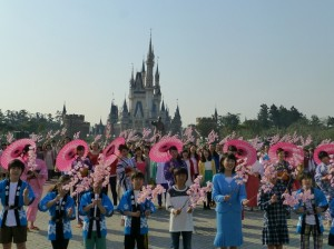 Tokyo Disney Resort Celebrates 50thÊAnniversary of ÒitÕs a small worldÓ during Global Sing-Along at Disney Parks