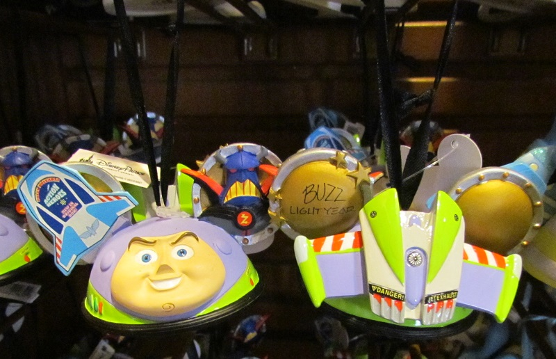 04-holiday-ears-ornaments-disney-parks3
