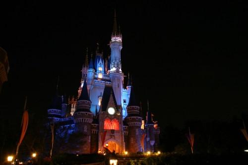 tokyo_disneylands_cinderella_castle_pd-med