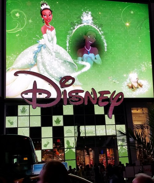 04-nyc-disneystore-marquee