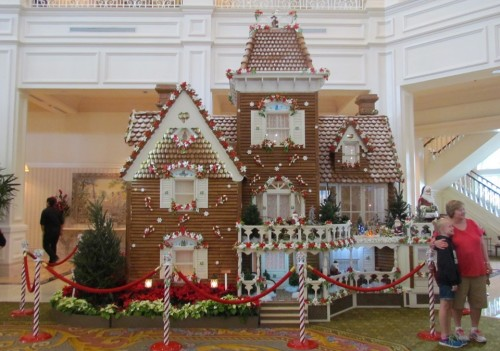 01-gingerbread-house