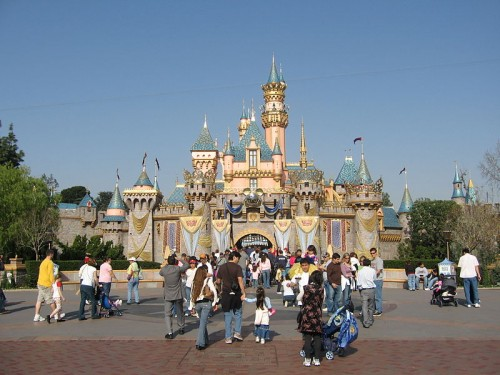 Disneyland_sleepingbeautycastle_pdwiki