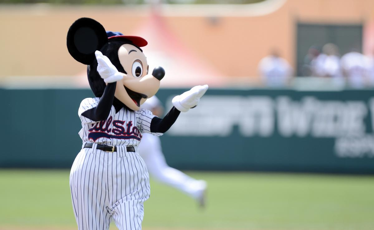 Atlanta-Braves-Mickey-Mouse-on-base