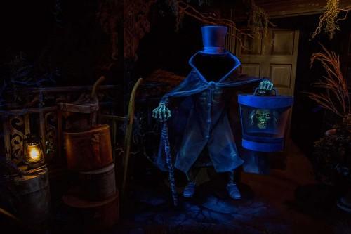 hatbox-ghost-disneyland-2