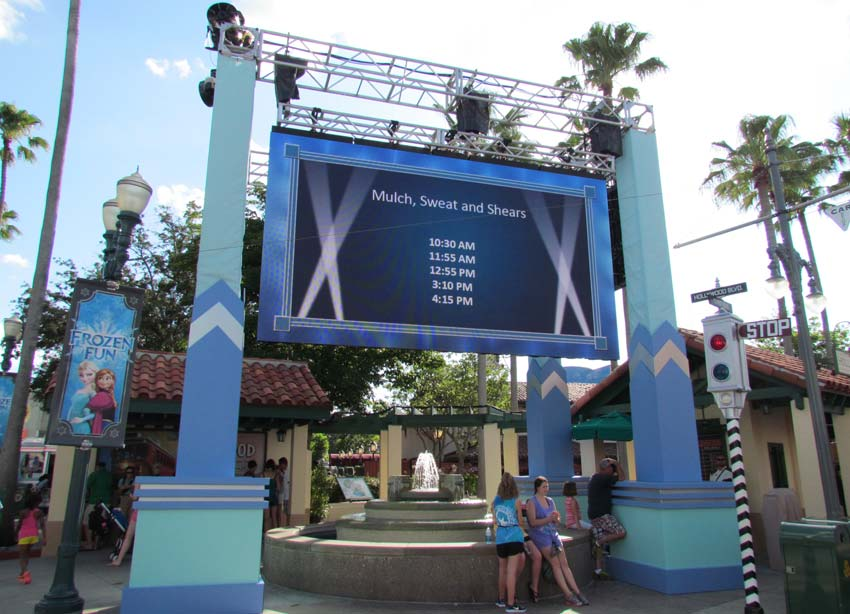 04-dhs-frozen-fun-screen