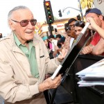 the great Stan Lee signs autographs