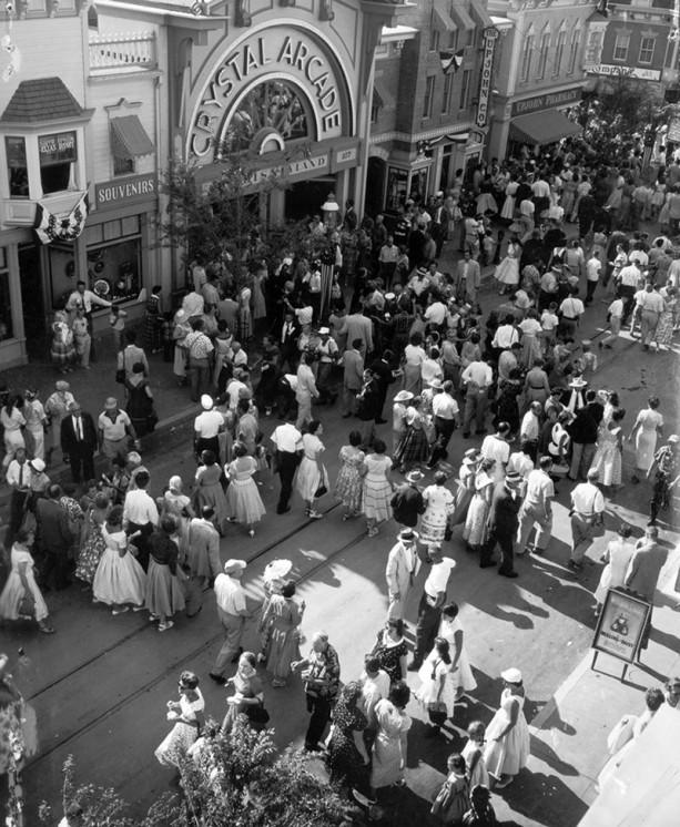 retro-disneyland-1955