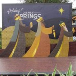 05-disneysprings-xmas-display-1