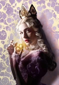 white-queen-alice-2