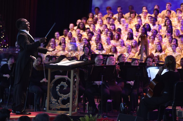 Candlelight-Processional-2015-9-640x426