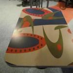 Love the retro table top design