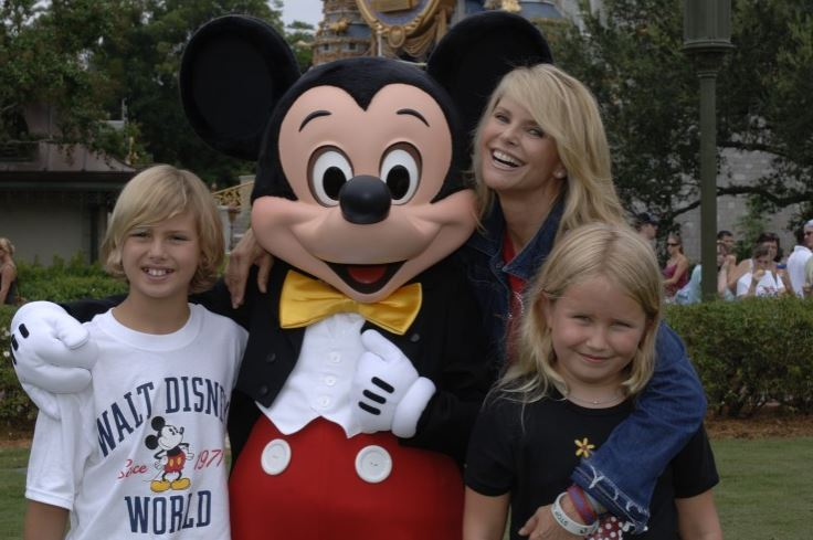 christie-brinkley-Mickey2006