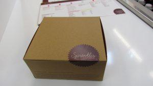 A four cupcake togo box