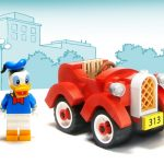 donald-duck-LEGO-car