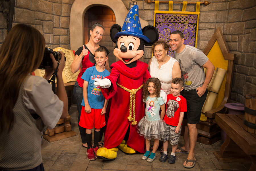 mickey-dhs-photo-op
