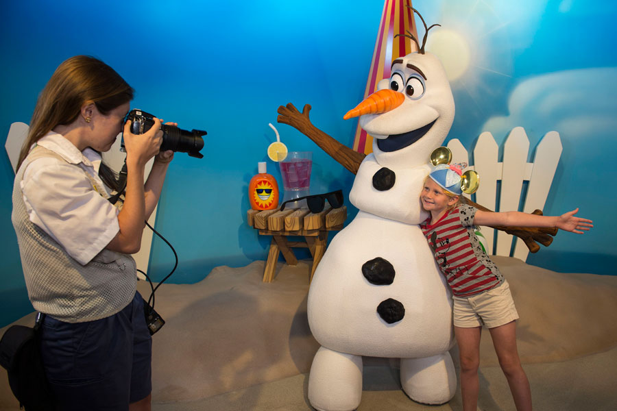 olaf-dhs-photo-op