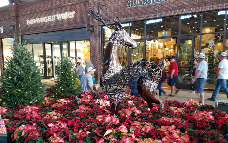 disney-springs-xmas-decor-2016