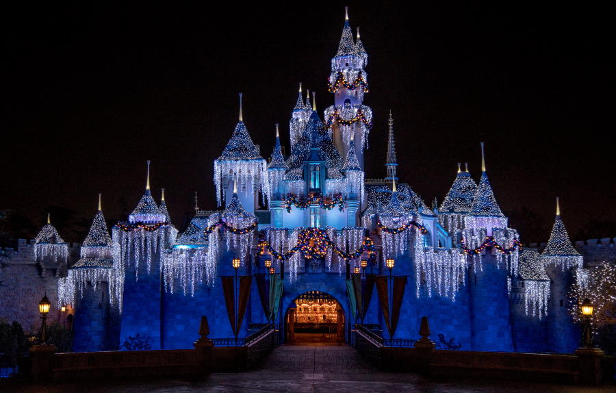 Holiday merriment returns to Disneyland this November | The Disney Blog