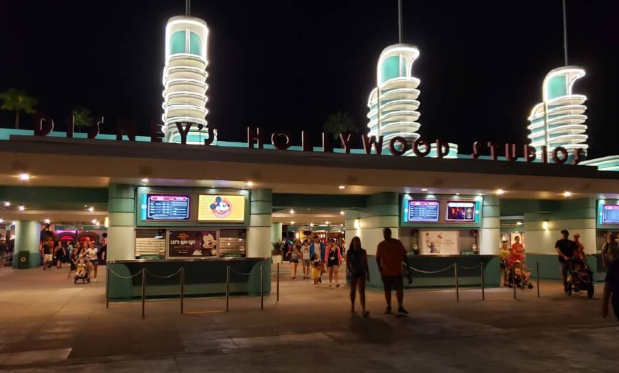 disney's hollywood studios entrance at night